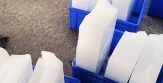 冰块不在冰箱里怎么让它不融化?西安工业用冰厂家为您介绍
